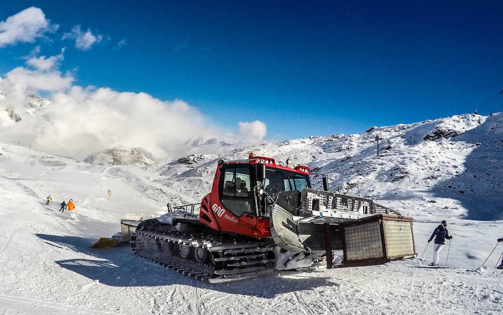 Skigebiet sucht Pistenbullyfahrer/-in für kommende Wintersaison