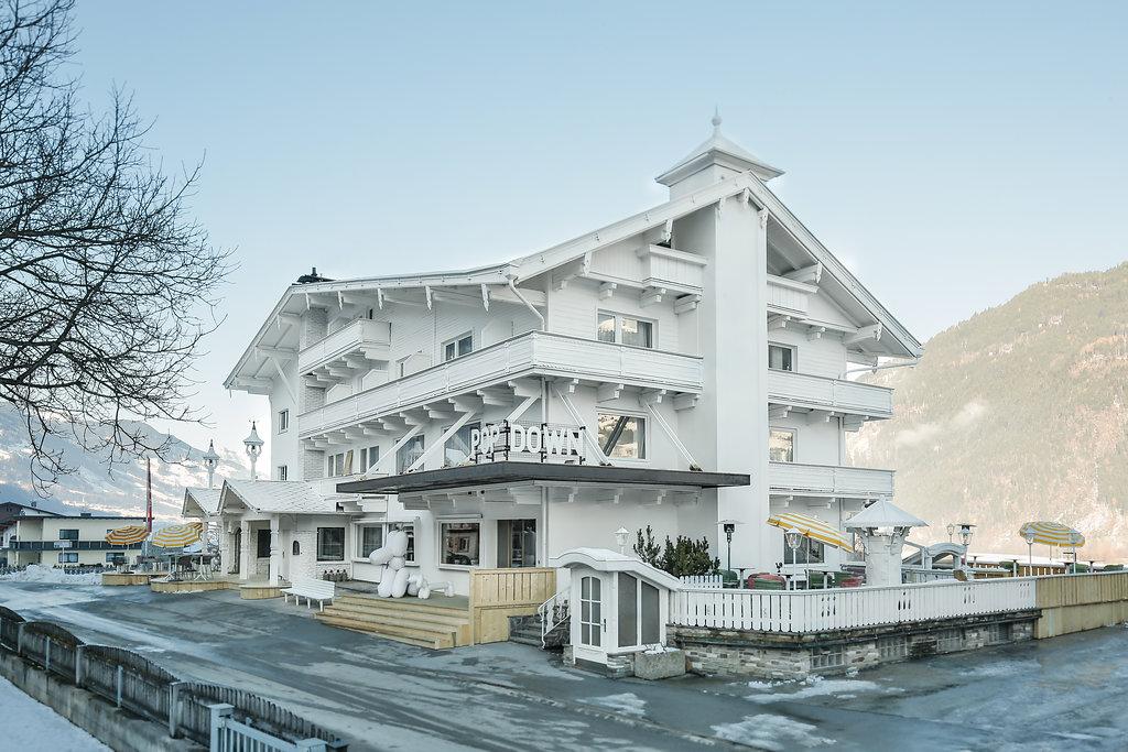 Skihotel f r 150 tage im siebzigerjahre design for Design hotel zillertal